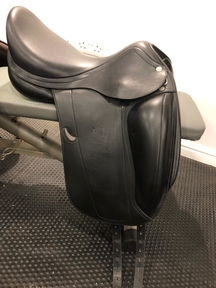 Nearly New Equipe Emporio Dressage Saddle