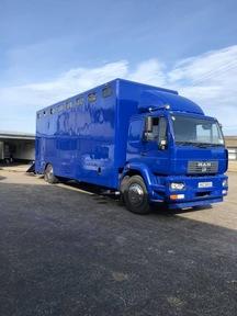 9 Horse lorry
