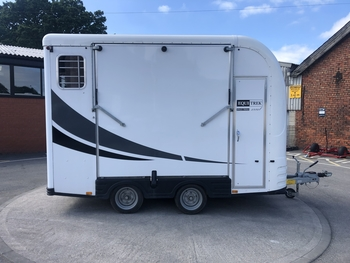 Used Equi-Trek Space-Treka L Excel Horse Trailer