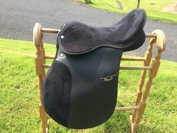 Rhinegold synthetic saddle