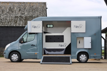 Felsted 3.5t Coach Built Horse Box