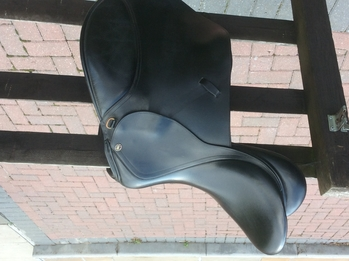 "Black 17.5"" Wide GP Saddle"