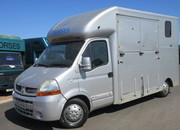 2004 Renault Master 3.5 ton Chaighley Duo XL. Stalled for 2 rear facing.. Tack/Changing area at the rear