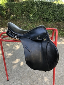 16inch Stubben Jump Saddle FOR SALE