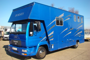 2003 M.A.N. 8.155 with used 3 stall bodywork