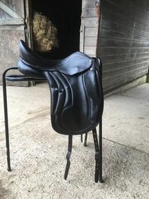 """Black leather 17"""" MW adjustable Busse Bozen dressage saddle 1yo"""