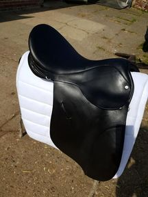 Ideal 17.5 VSD Black saddle. Medium