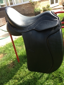 "17"" Heather Moffatt black dressage synthetic saddle"