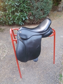 Kent and Masters GP saddle excellent for flat backed horses