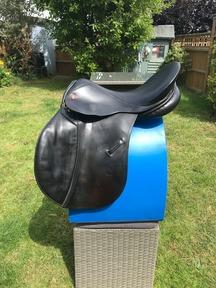 Saddle GP Black 17